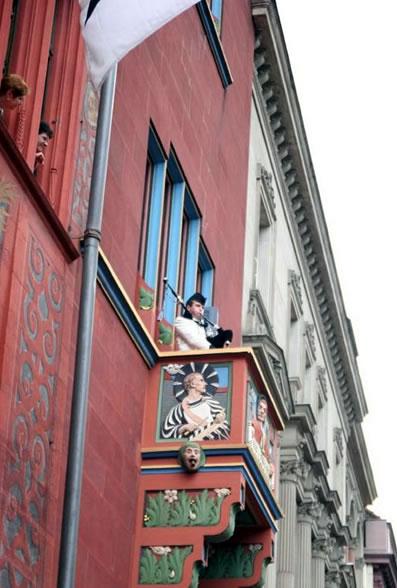 Piping-Rathaus-Basel2005